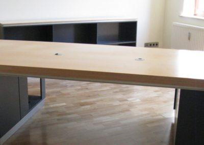 Büro Tische nach Wunsch