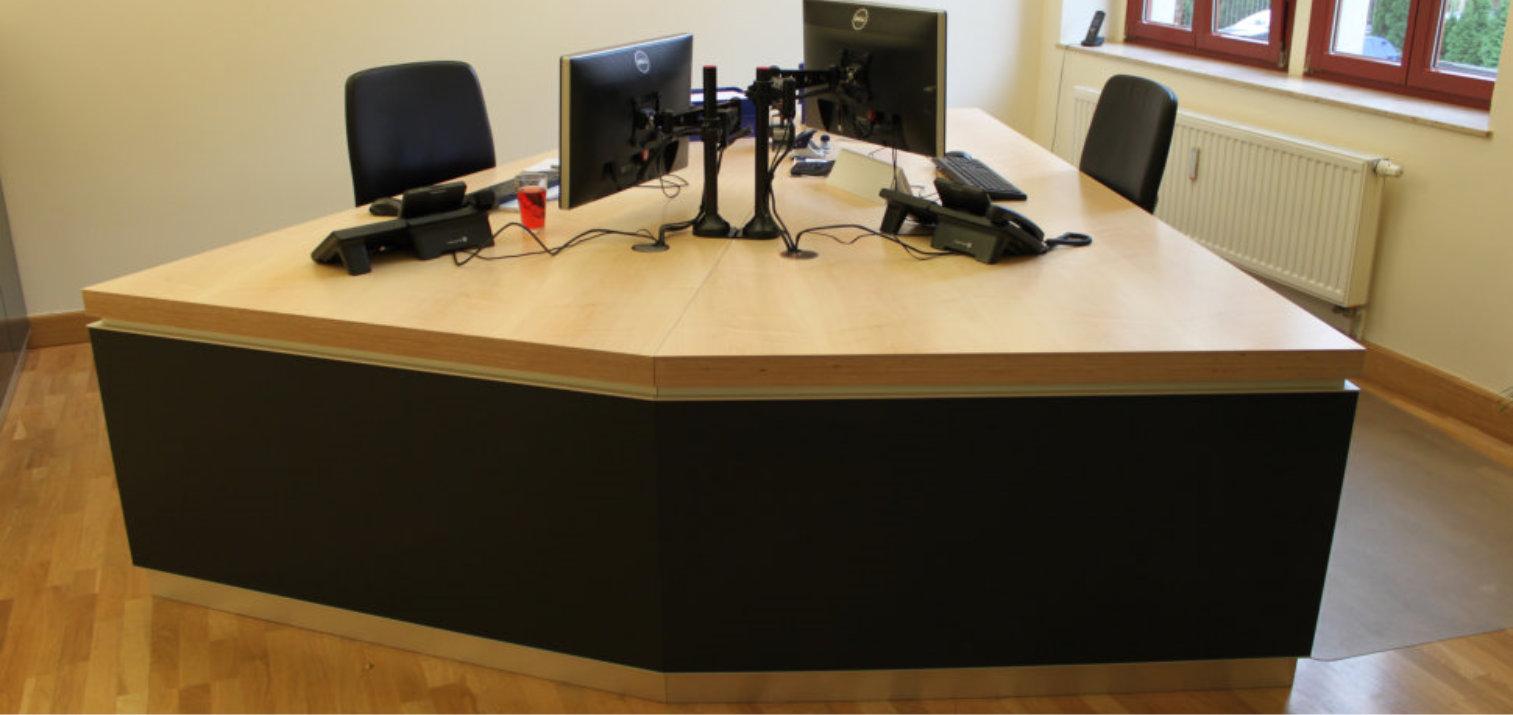 Büromöbel,Drehstuhl,Tisch