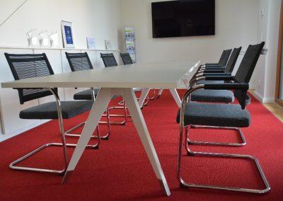 Eleganter Meeting Tisch Weiß